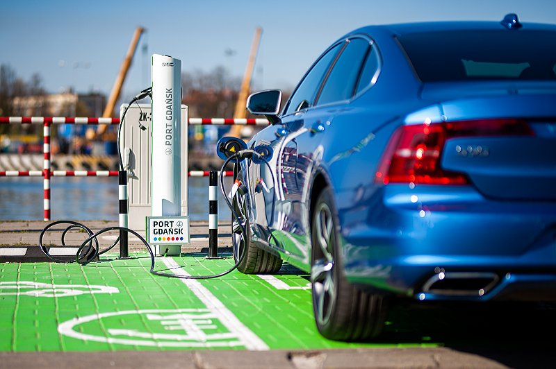 Darmowe stacje do ładowania samochodów elektrycznych w Porcie Gdańsk